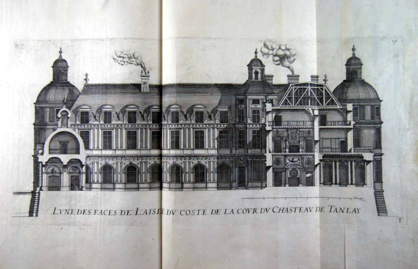 """Façade looking over the courtyard and a part of the wing of the château de Tanlay in Bourgogne."""
