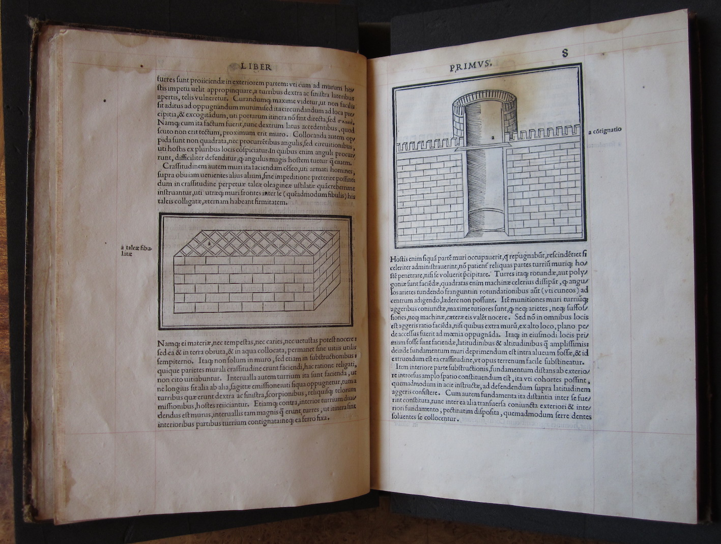 """""""M. Vitruvius per Iocundum solito castigatior factus cum figuris et tabula ut iam legi et intelligi possit (Venice, 1511), ff. 7v-8r."""""""