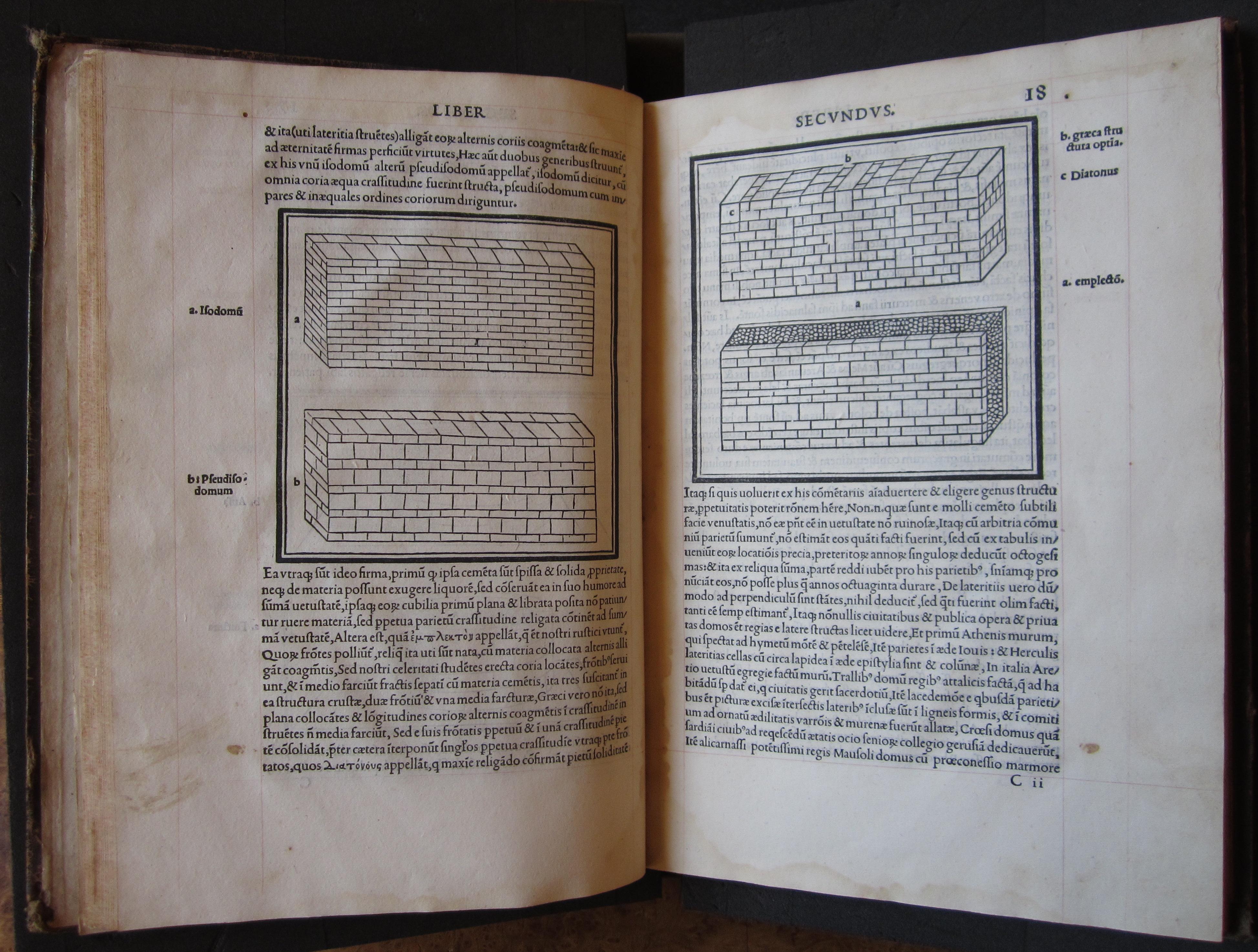 """""""M. Vitruvius per Iocundum solito castigatior factus cum figuris et tabula ut iam legi et intelligi possit (Venice, 1511), ff. 17v-18r."""""""